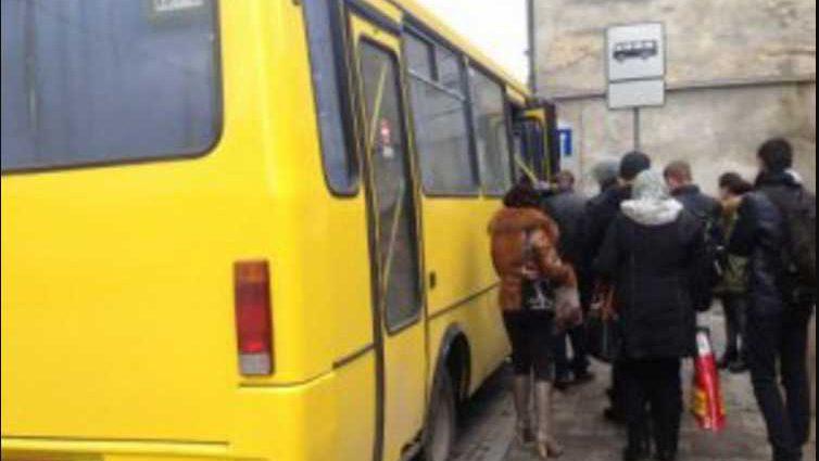 «Внезапно стало плохо»: Женщина по неизвестным причинам умерла во львовской маршрутке