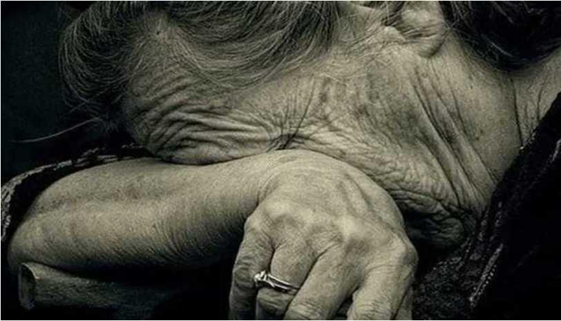 «Выложила на стол квитанции и полезла в петлю»: Пенсионерка покончила с собой после отказа в субсидии