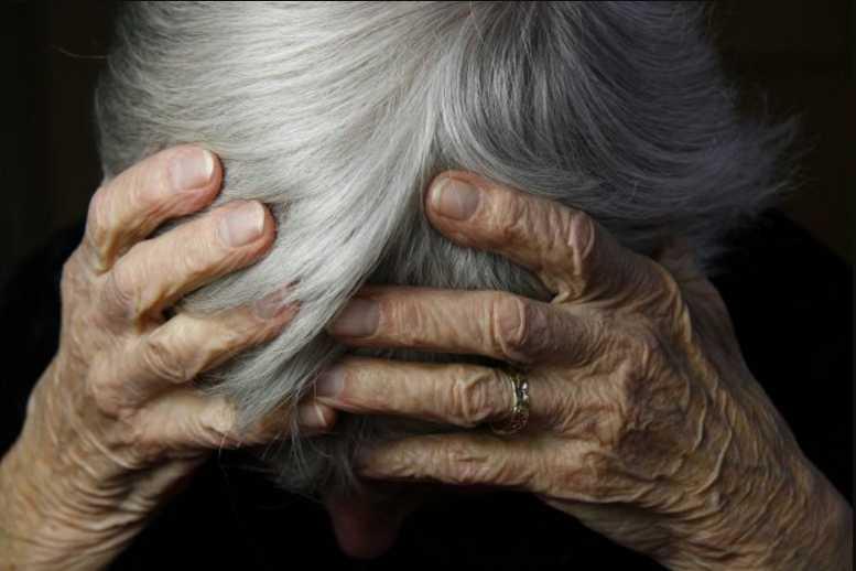 Тихо сказала «Свол * и» и устало направилась к кассе «: Несчастная бабушка показала, что ждет украинцев в старости