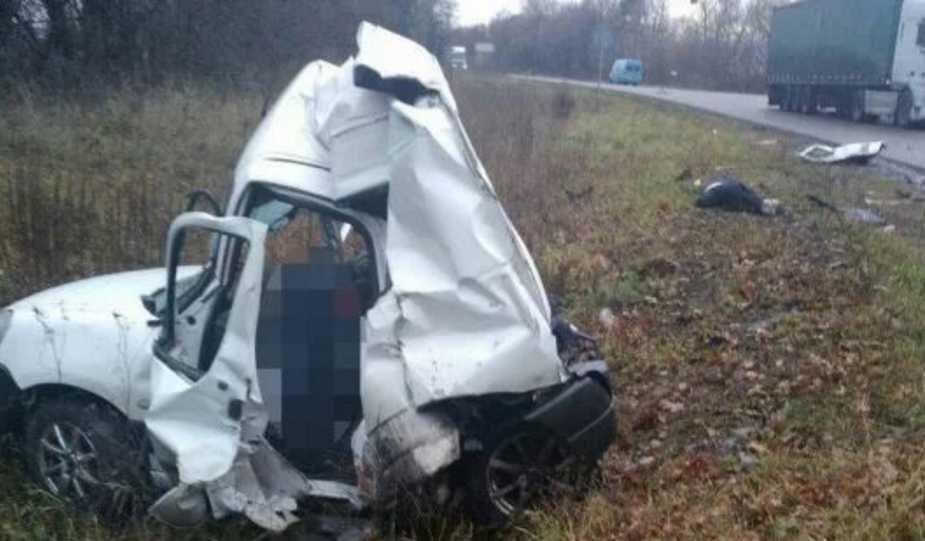 Авто просто смяло: под Ровно разбился чемпион мира, фото с места происшествия