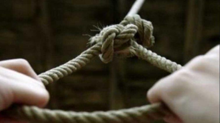 Роковая находка: 16-летняя школьница покончила с жизнью прямо в собственном дворе