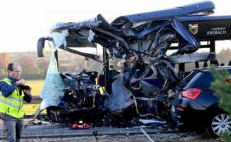 Столкнулись два школьных автобуса: десятки пострадавших