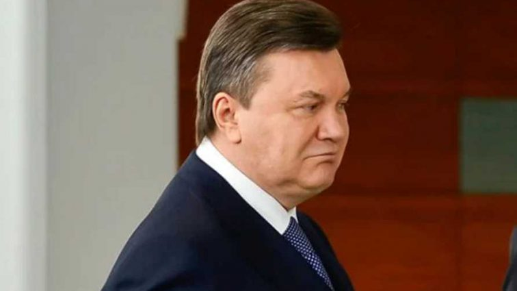 Януковича госпитализировали в больницу в тяжелом состоянии: появились подробности