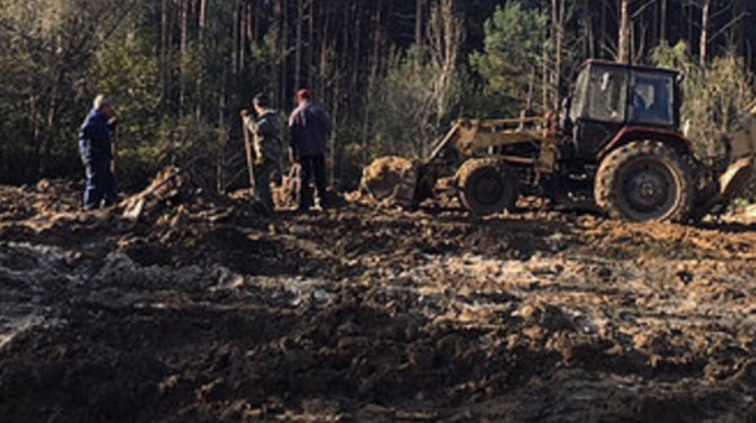 Кости перемешаны с мусором: Во Львовской области обнаружили множество останков