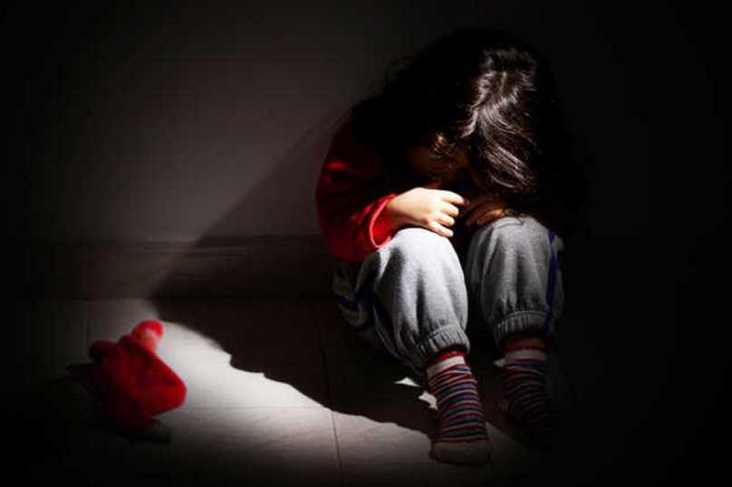 «Удовлетворил свои фантазии неестественным способом»: Во Львовской области пьяный отец изнасиловал свою пятилетнюю дочь