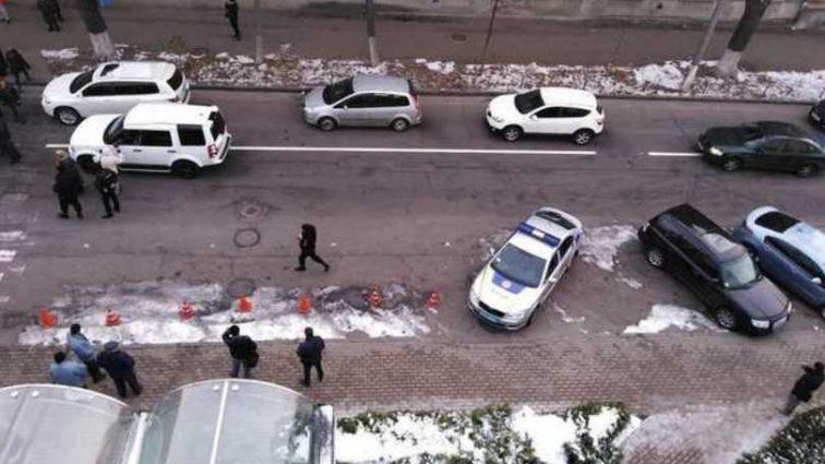 В Киеве митингующие перекрыли дорогу: произошли серьезные столкновения