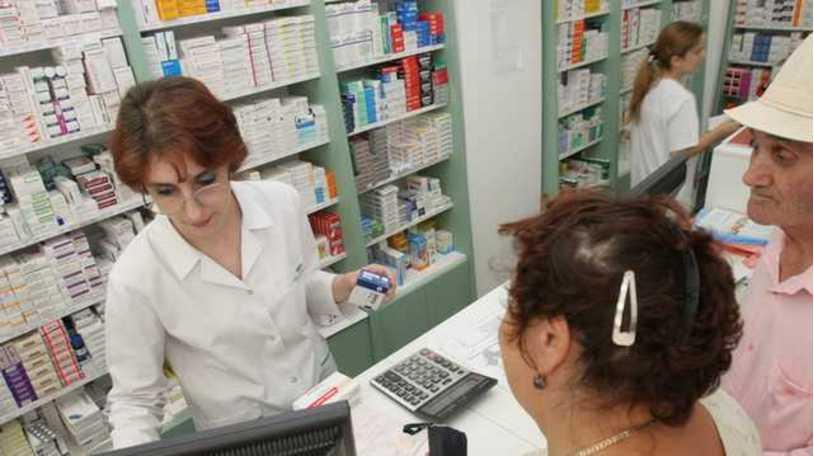 На украинцев ждут настоящие проблемы: из аптек могут исчезнуть шприцы, капельницы и вата