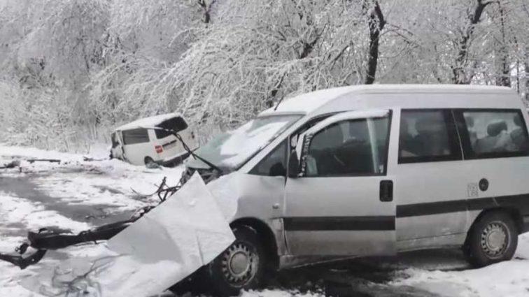 Жуткая ДТП на заснеженной трассе: погибли супруги