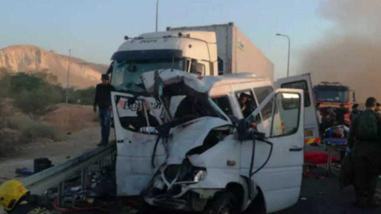 Новое страшное ДТП: шесть погибших и разбросаны обломки авто по всей дороге