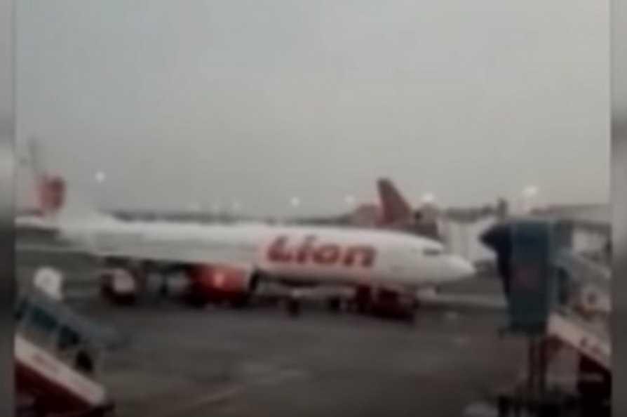 «Ответа не было»: Пассажир Boeing 737 перед гибелью успел отправить жене видео