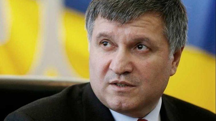 «Идите в отставку вместе»: Авакова «пригласили» в отставку вслед за Луценко