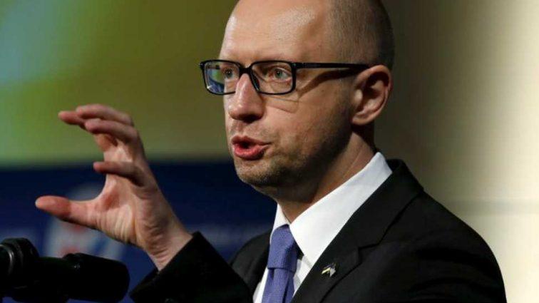 «Яценюк пошел войной на Порошенко»: В Украине появился шанс выбрать