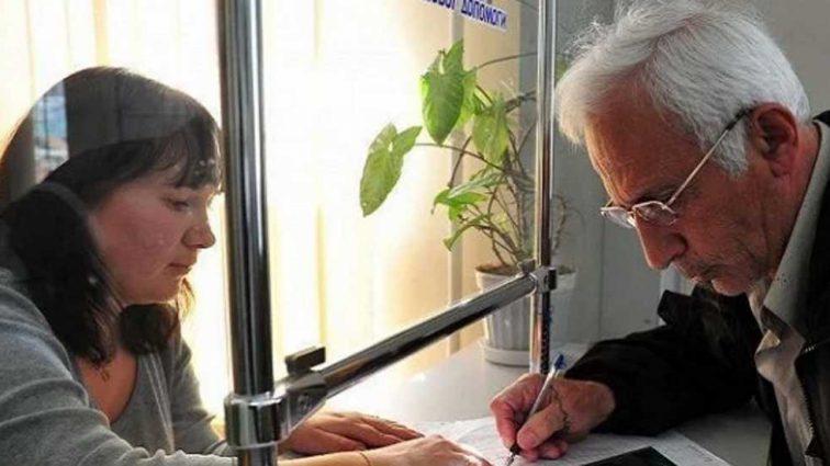 «Укрпочта» не будет приносить пенсии украинцам: в Кабмине приняли кардинальные меры