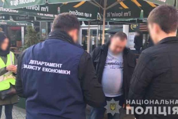 В Киеве разоблачили группу чиновников, которые требовали с предпринимателей взятки