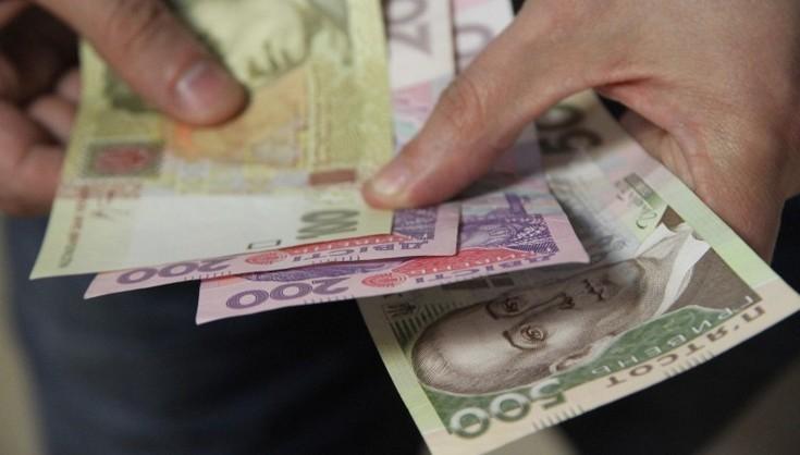 Придется отдать половину зарплаты: власть подготовила для украинцев очередные сюрпризы