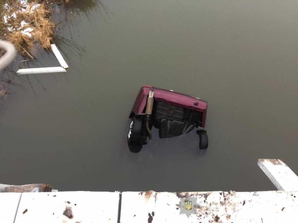 Роковая ДТП: автомобиль слетел с моста, пассажиры погибли