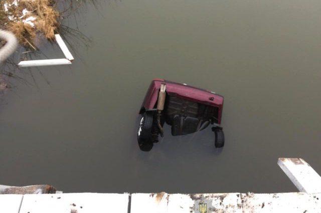 Трагедия на Ровенщине: авто слетело с моста в реку, никому не удалось спастись