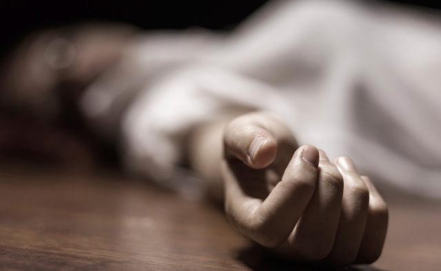 Девушки плакали и просили не делать этого: Появились подробности самоубийства школьницы в Киеве