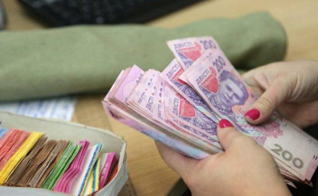 Украинцам будут по-новому выдавать зарплату: кто «разбогатеет» и что нужно знать каждому