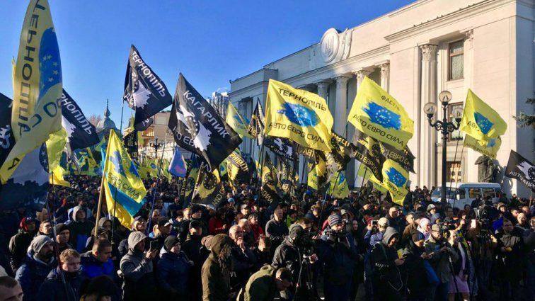 Разъяренные владельцы авто на еврономерах заблокировали центр Киева, ожидается коллапс