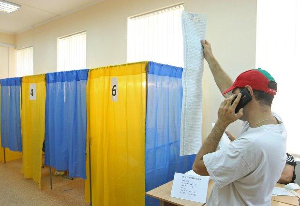 Владельцы ID-карточек не смогут голосовать на выборах: что нужно знать украинцам