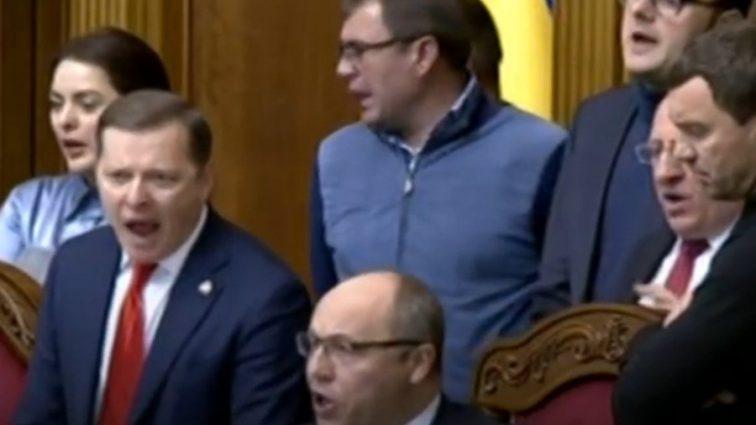 Военное положение в Украине: Заседание Верховной Рады началось со скандала