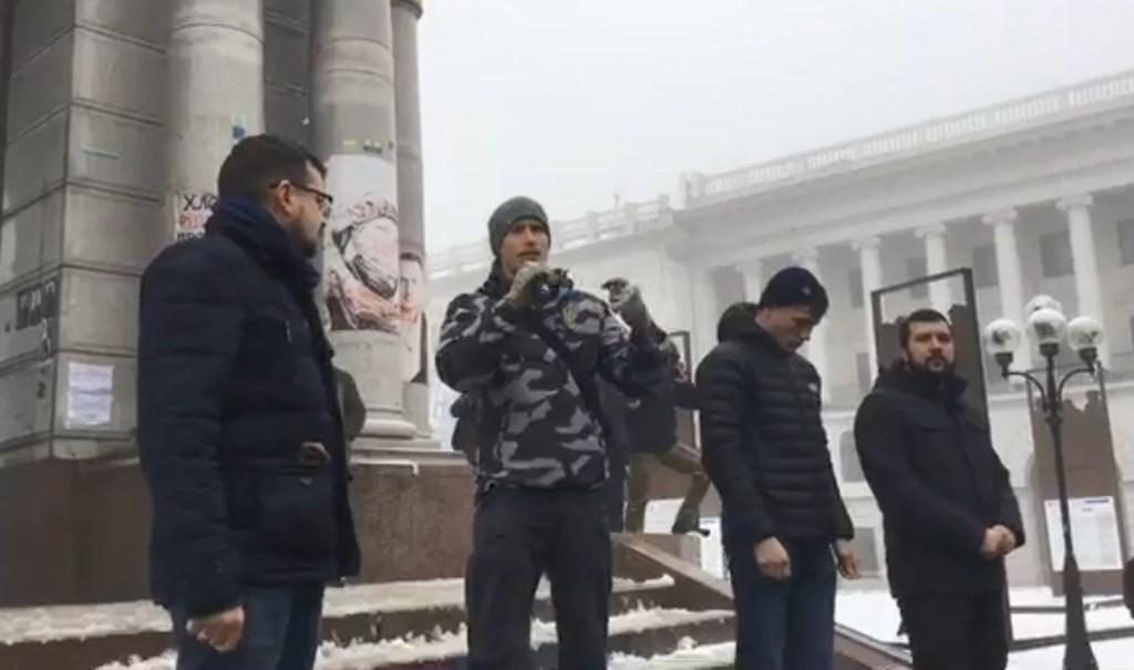 »Мы готовы воевать!»: В Киеве на Майдане устроили митинг