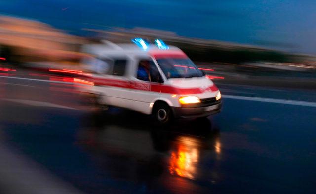 Автобус влетел в остановку с людьми, много пострадавших