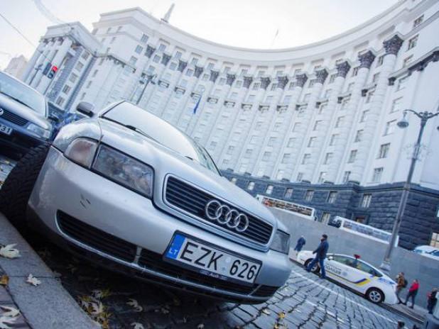 Кабмин утвердил новые правила: как теперь будут растамаживать «евробляхы» в Украине