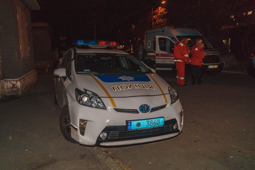 Ему пытались помочь: во Львове на трамвайной остановке умер человек