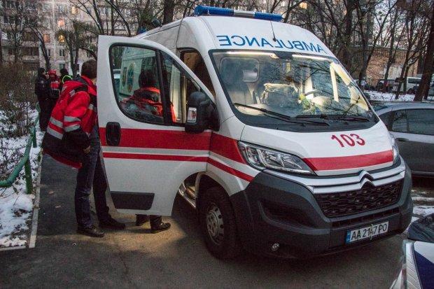 Нашла окровавленный труп собственного сына: жуткая трагедия в Киеве поставила на уши весь район
