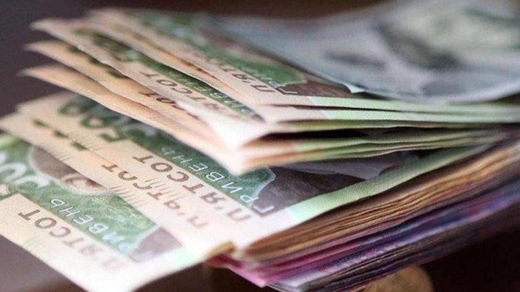 Зарплаты от 7400 и налог по-новому: какие изменения ждут на простых украинцев