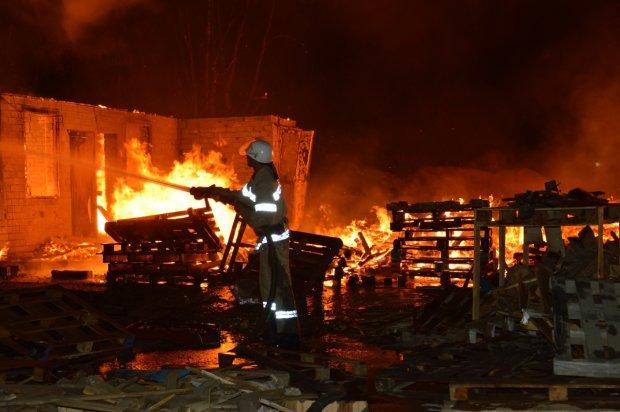 В ночь на Рождество: На Львовщине дотла сгорела школа, подробности жуткого инцидента