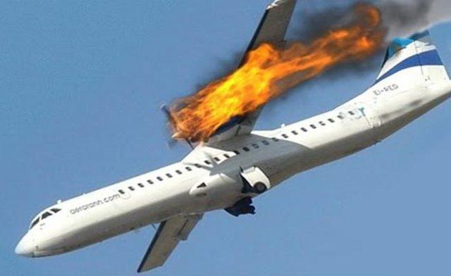 Погибли все, кто был на борту: Самолет потерпел крушение и упал на АЗС