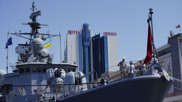 Корабль НАТО уйдет с украинскими кораблями через Керченский мост? Мощный шаг