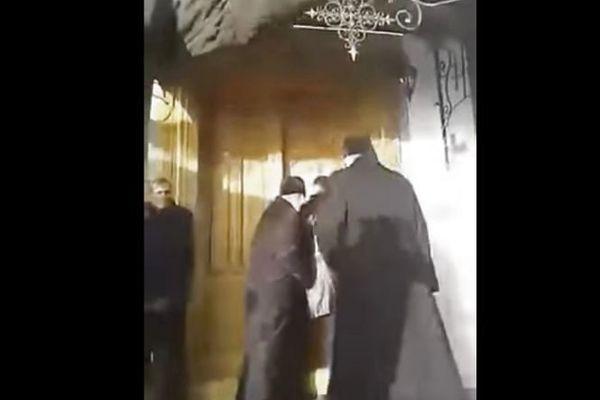 Прямо во время богослужения: в Тернопольской области священники устроили побоище в храме