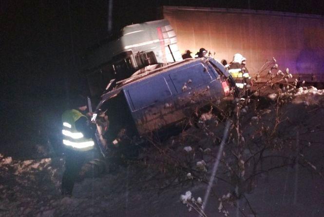 Жуткая ДТП возле Каменец: Грузовик на большой скорости столкнулся с микроавтобусом, есть погибшие