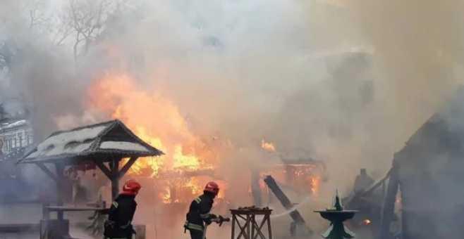 Во Львове на рождественской ярмарке прогремел громкий взрыв, есть жертвы: первые подробности трагедии