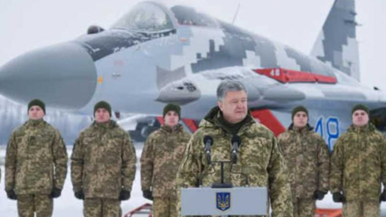 «Это колоссальная угроза»: Порошенко назвал количество вооружения РФ на границах с Украиной