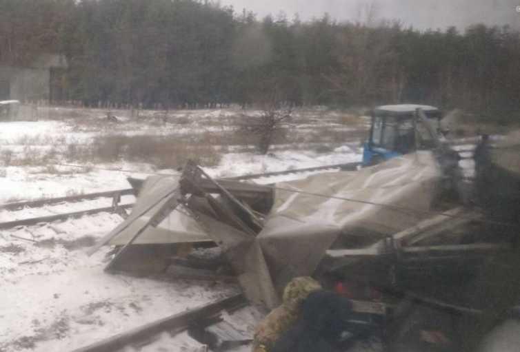 Роковая ДТП на Харьковщине: Поезд на скорости снес грузовик