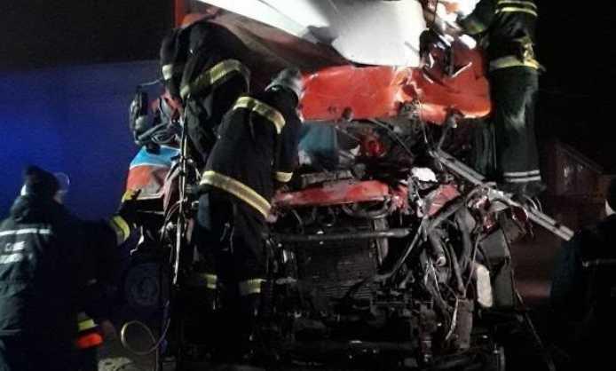 «Тела вырезали спасатели»: Грузовик на большой скорости влетела в кафе, много жертв