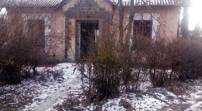 Тело лежало в заброшенном доме: в Хмельницкой области нашли младенца