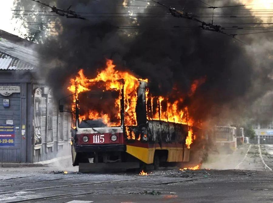 В Виннице прогремел мощный взрыв в троллейбусе: сообщили о пострадавших