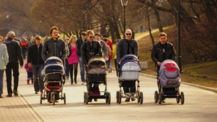 В Украине готовят сюрприз гражданам: до чего хотят обязать молодых родителей