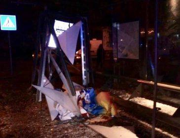 Роковая ДТП во Львове: авто на еврономерах влетело в трамвайную остановку, есть жертвы