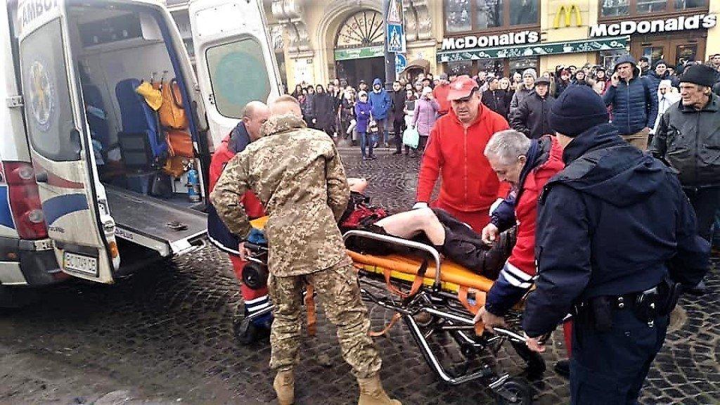 «Первым бросился в огонь»: Украинские боец спасал раненых после взрыва во Львове