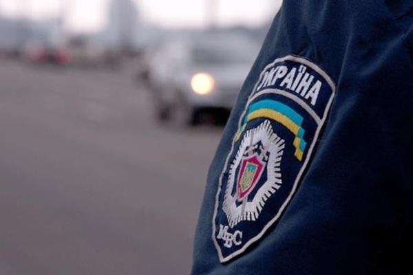 Бил по лицу и голове: во Львовской области напали на полицейскую