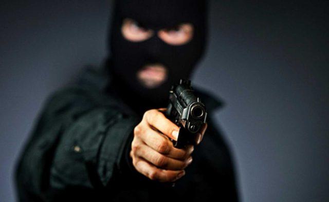 Бандиты жестоко избили и ограбили семью известного украинца: первые подробности