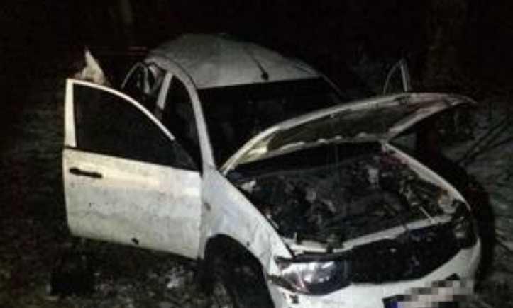 Роковая ДТП на Львовской трассе: Легковушка на большой скорости врезался в дерево, есть жертвы