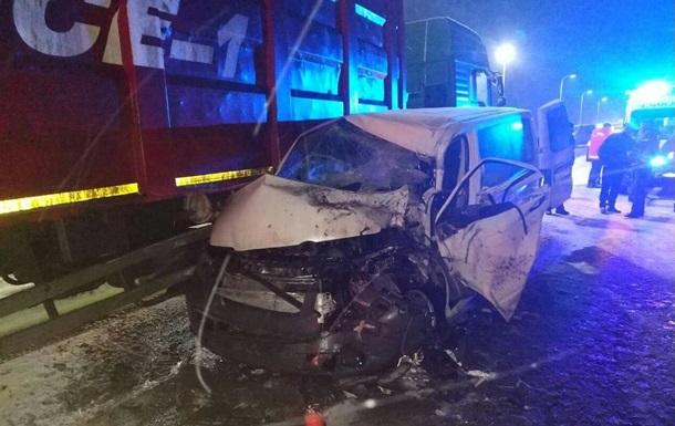 Жуткая ДТП на Львовской трассе: Маршрутка с пассажирами на скорости столкнулась с КрАЗом